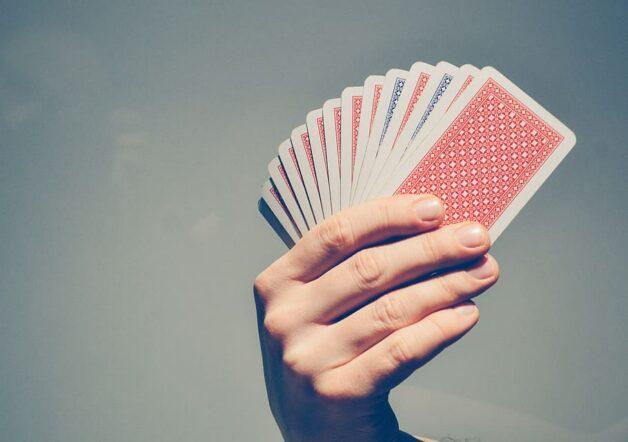 Les jeux de cartes sont une valeur sûre pour souffler entre deux quêtes