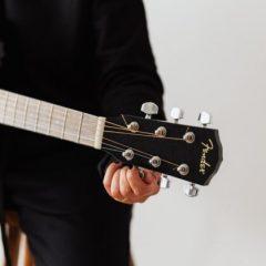 Capodastre et accordeurs: les indispensables du guitariste